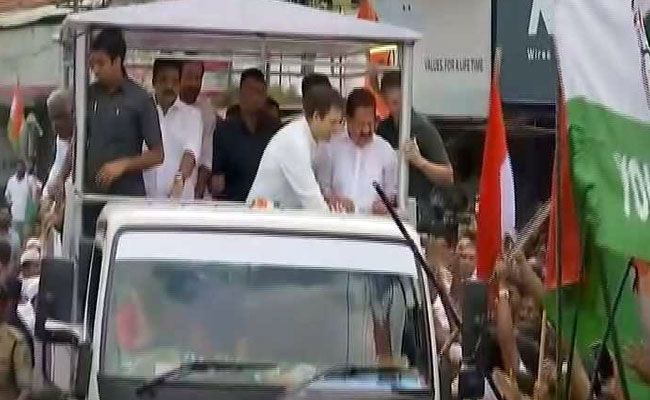 Rahul Gandhi meets nurse who witnessed his birth