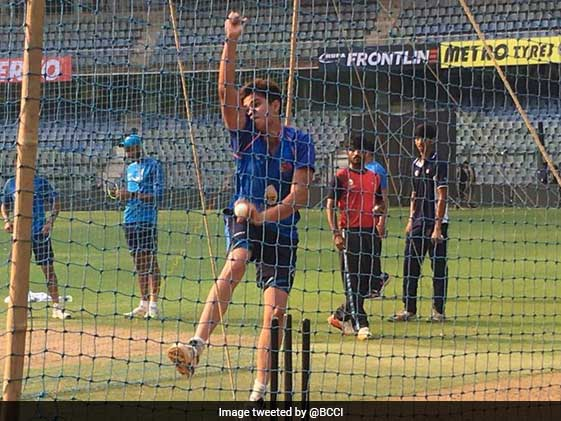 Virat Kohli Faces Sachin Tendulkar's Son Arjun At Nets
